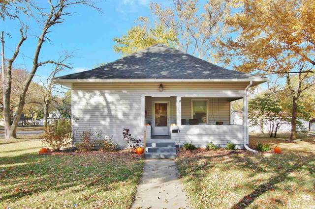 425 Santa Fe St, Halstead, KS 67056 (MLS #588899) :: Jamey & Liz Blubaugh Realtors