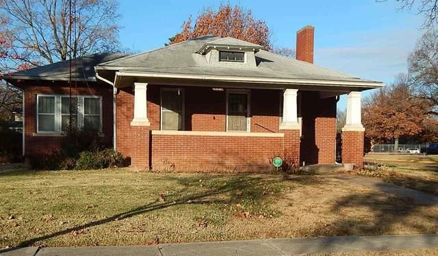 1501 Loomis St, Winfield, KS 67156 (MLS #589171) :: Jamey & Liz Blubaugh Realtors