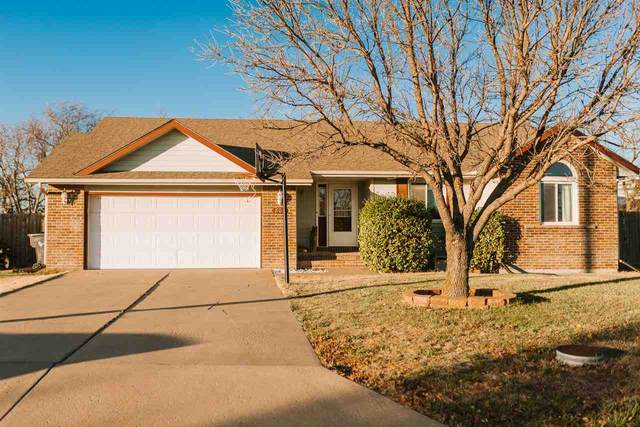 805 Meadowlark Ln, Newton, KS 67114 (MLS #589348) :: Preister and Partners | Keller Williams Hometown Partners