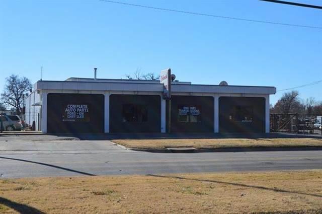 225 E 31st St S, Wichita, KS 67216 (MLS #589388) :: Jamey & Liz Blubaugh Realtors