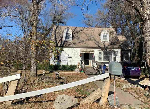 201 E 9TH STREET, Peabody, KS 66866 (MLS #589598) :: Jamey & Liz Blubaugh Realtors