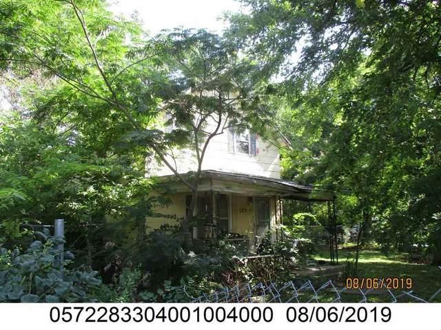 125 E 9th, Peabody, KS 66866 (MLS #589607) :: Kirk Short's Wichita Home Team