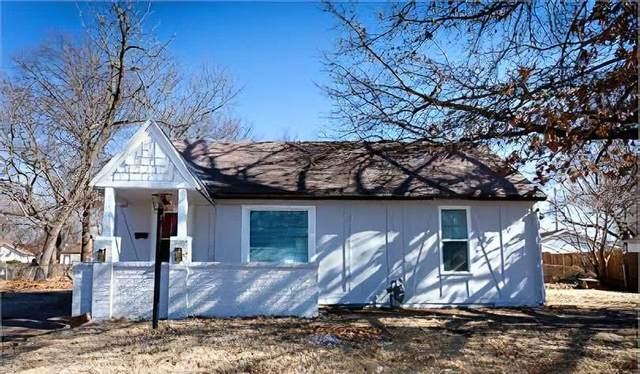 852 S Belmont St, Wichita, KS 67218 (MLS #589965) :: Kirk Short's Wichita Home Team