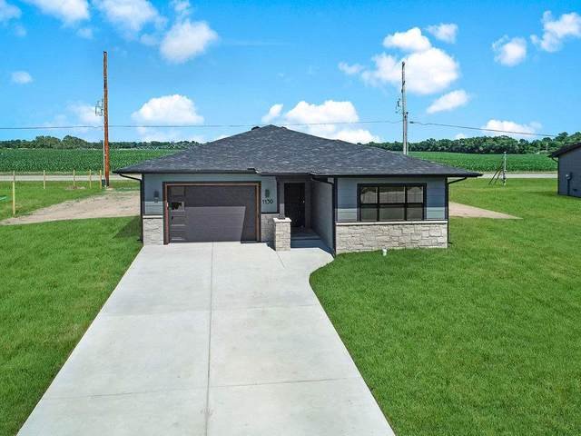 1130 N Washington St, Belle Plaine, KS 67013 (MLS #591040) :: Graham Realtors