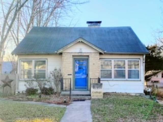 415 College St, Winfield, KS 67156 (MLS #591590) :: On The Move