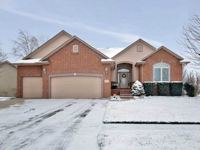 1416 S Fawnwood Street, Wichita, KS 67235 (MLS #592198) :: Kirk Short's Wichita Home Team