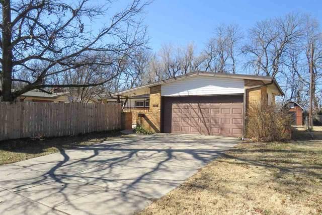 1821 N Edgemoor St, Wichita, KS 67208 (MLS #592698) :: Jamey & Liz Blubaugh Realtors