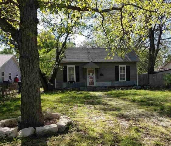611 Spruce St, Halstead, KS 67056 (MLS #595457) :: Pinnacle Realty Group