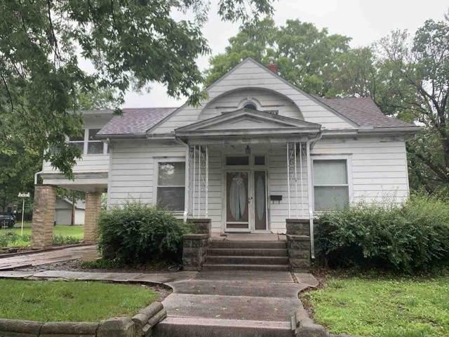 1301 Fuller St, Winfield, KS 67156 (MLS #596944) :: COSH Real Estate Services