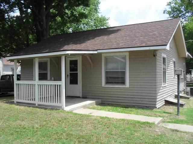 1012 N 8th St, Arkansas City, KS 67005 (MLS #597453) :: Kirk Short's Wichita Home Team