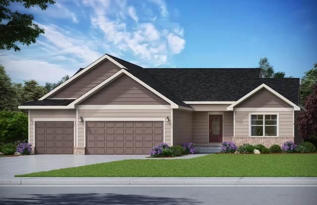 2711 S Prescott Cir, Wichita, KS 67215 (MLS #598835) :: The Boulevard Group