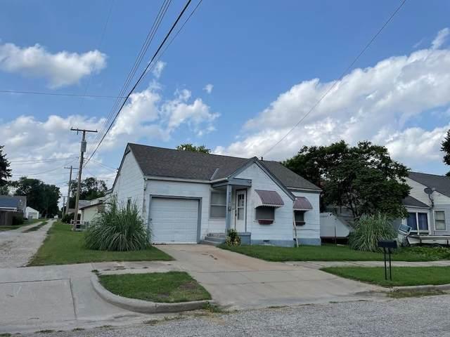 711 W 12TH ST, Wellington, KS 67152 (MLS #599309) :: Kirk Short's Wichita Home Team