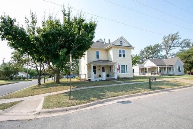 401 SW 4th, Newton, KS 67114 (MLS #601573) :: Kirk Short's Wichita Home Team