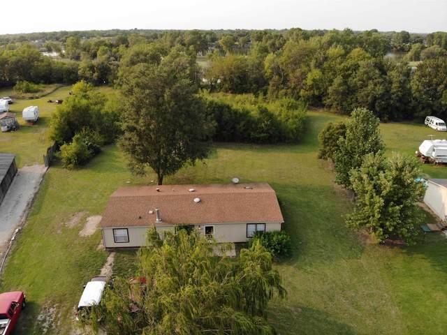 2102 E Winchester St, Wichita, KS 67216 (MLS #601940) :: COSH Real Estate Services