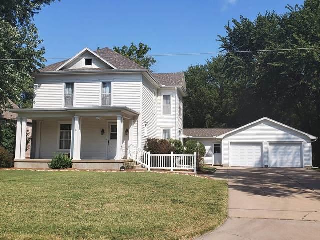 624 W 12th, Newton, KS 67114 (MLS #602087) :: Kirk Short's Wichita Home Team