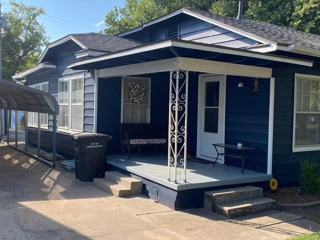 1213 N 2nd St, Arkansas City, KS 67005 (MLS #602189) :: Kirk Short's Wichita Home Team