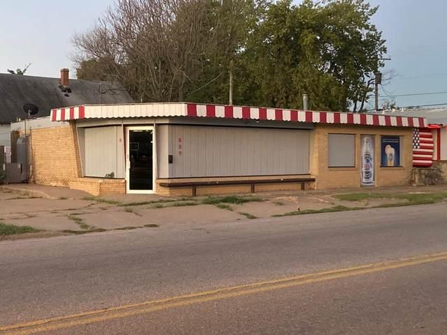 609 W Madison, Arkansas City, KS 67005 (MLS #602414) :: The Terrill Team