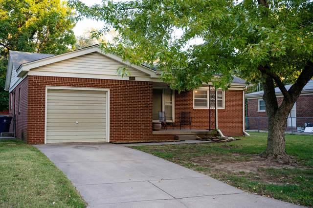 132 Sunset Ave, Haysville, KS 67060 (MLS #603017) :: The Terrill Team