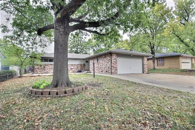 8410 E Castle Dr, Wichita, KS 67207 (MLS #603853) :: Matter Prop