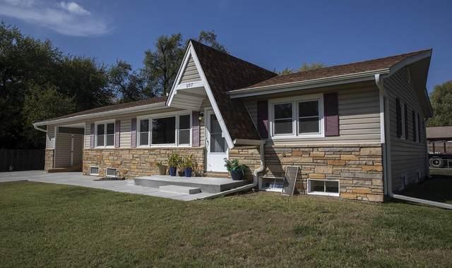 607 N Country Acres Ave, Wichita, KS 67212 (MLS #603921) :: Graham Realtors