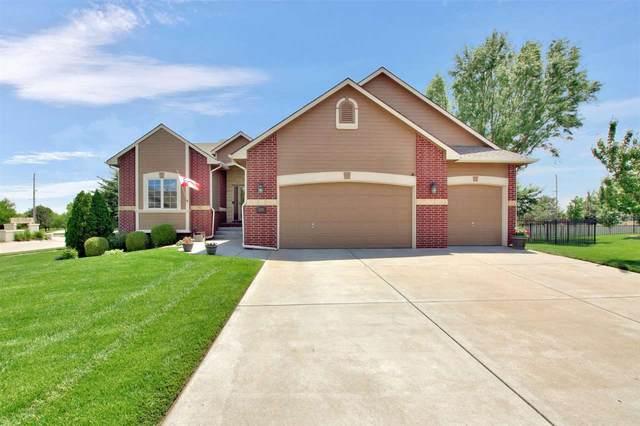 3801 N Lakecrest Cir, Wichita, KS 67205 (MLS #581222) :: Lange Real Estate