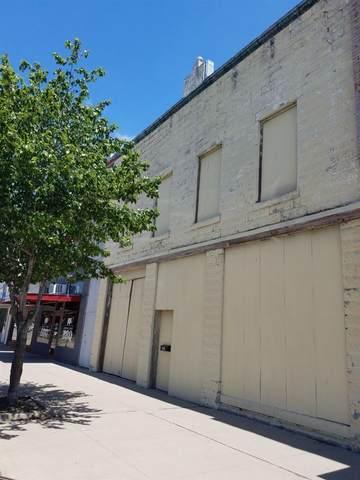 215 N Washington Ave, Wellington, KS 67152 (MLS #581408) :: On The Move