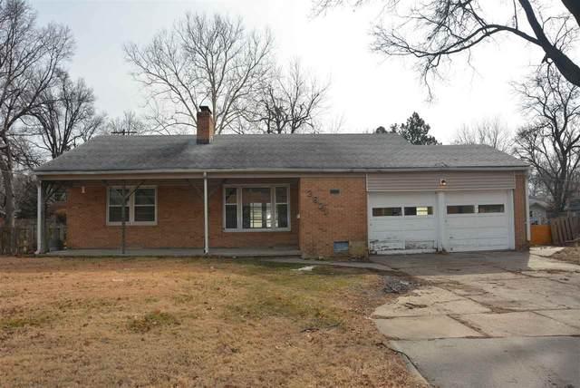 2621 E Clover Ln, Wichita, KS 67216 (MLS #588472) :: Kirk Short's Wichita Home Team