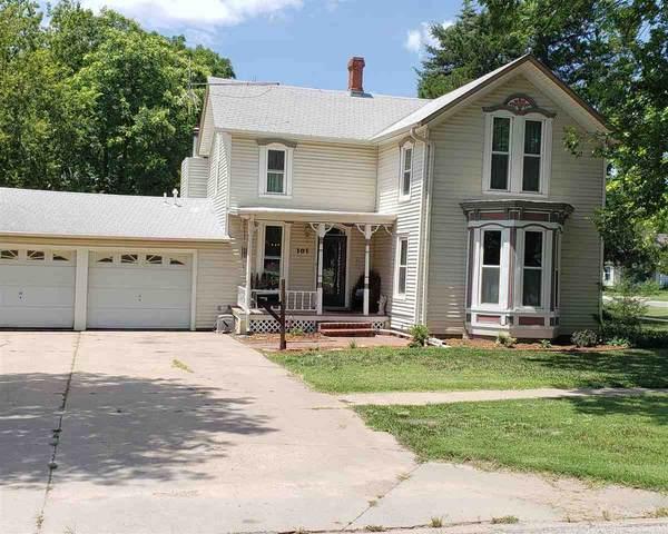 101 S Cedar, Hillsboro, KS 67063 (MLS #589540) :: Kirk Short's Wichita Home Team