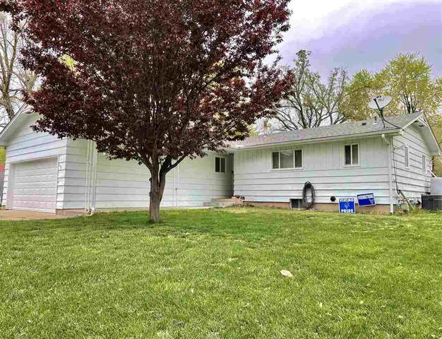 1518 Elizabeth St., Winfield, KS 67156 (MLS #595073) :: COSH Real Estate Services