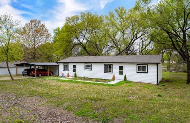 420 W Mahoney Dr, Derby, KS 67037 (MLS #595163) :: The Boulevard Group