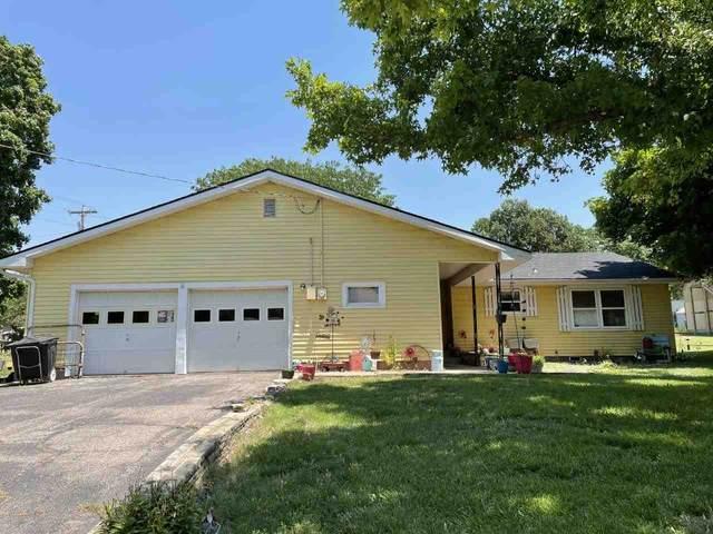 1701 Winfield Ave, Winfield, KS 67156 (MLS #596348) :: Kirk Short's Wichita Home Team