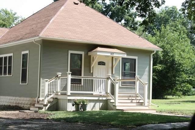 912 E 5th Ave, Winfield, KS 67156 (MLS #599722) :: The Boulevard Group