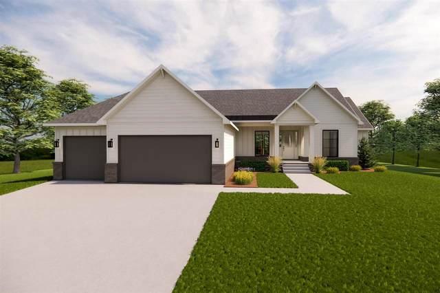 3706 N Crest Circle, Wichita, KS 67226 (MLS #598621) :: Pinnacle Realty Group