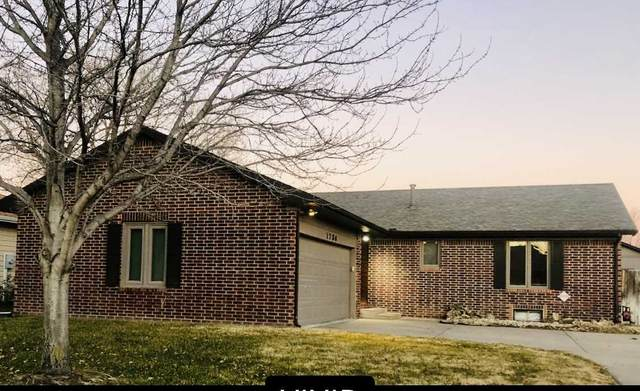 1736 N Holland Ln, Wichita, KS 67212 (MLS #590083) :: On The Move
