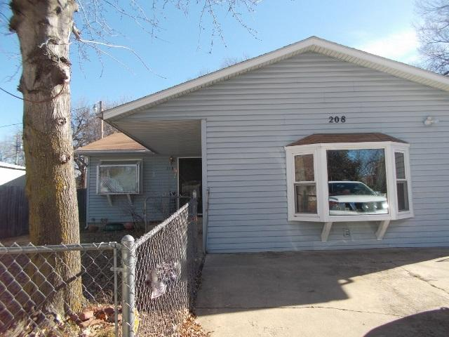 208 Iowa St, Winfield, KS 67156 (MLS #530341) :: Select Homes - Team Real Estate