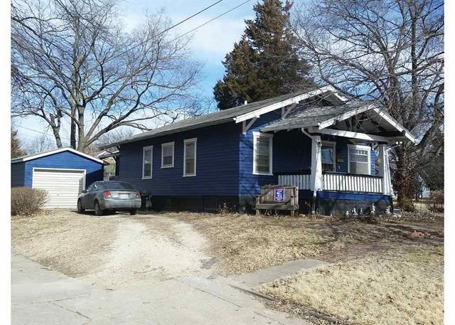 215 E Division, Peabody, KS 66866 (MLS #538015) :: On The Move
