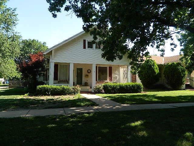802 E 10th, Winfield, KS 67156 (MLS #538132) :: On The Move