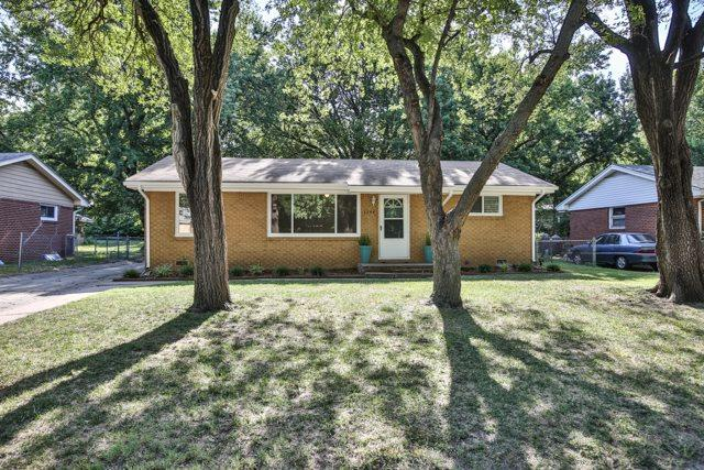 1144 N Lakeview Dr, Derby, KS 67037 (MLS #539966) :: Better Homes and Gardens Real Estate Alliance