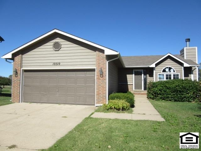 10510 W Harvest Ln, Wichita, KS 67212 (MLS #543073) :: Katie Walton with RE/MAX Associates