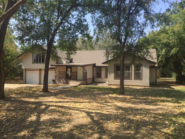 4019 N Edgemoor Ct, Bel Aire, KS 67220 (MLS #543889) :: Select Homes - Team Real Estate