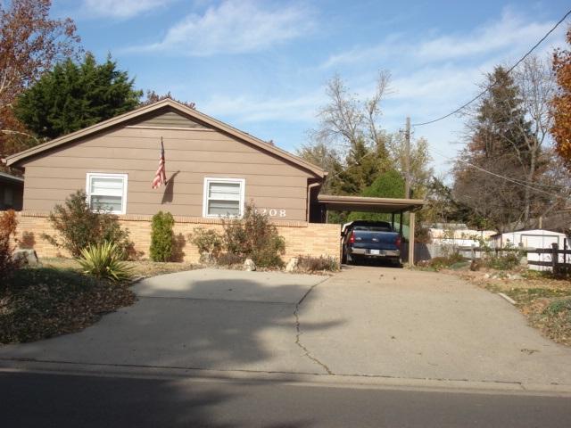 1208 E 19th, Winfield, KS 67156 (MLS #544371) :: Select Homes - Team Real Estate