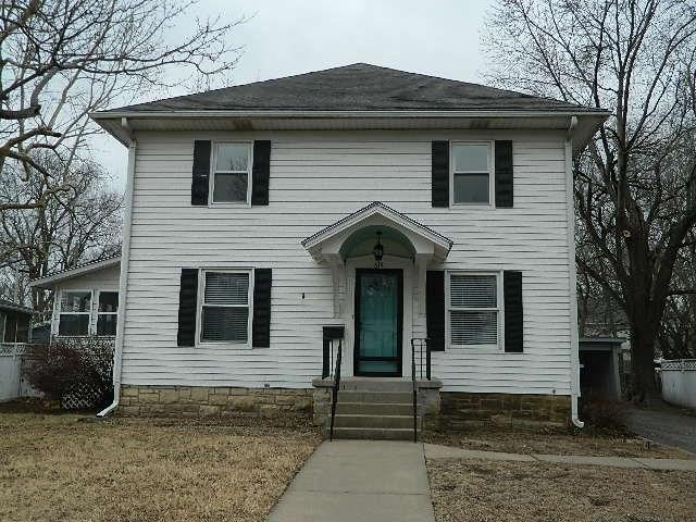 615 E 10th, Winfield, KS 67156 (MLS #547479) :: On The Move