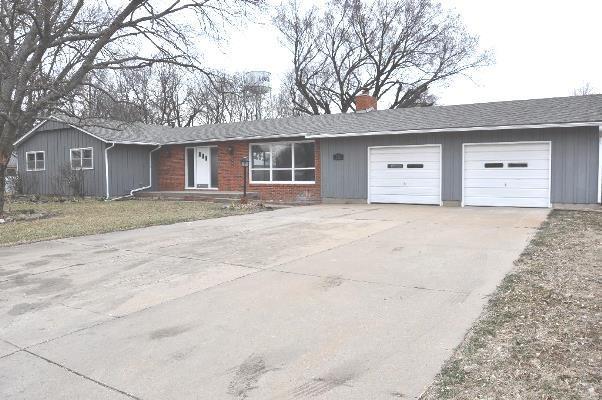 222 E Pine St, Douglass, KS 67039 (MLS #547805) :: Better Homes and Gardens Real Estate Alliance