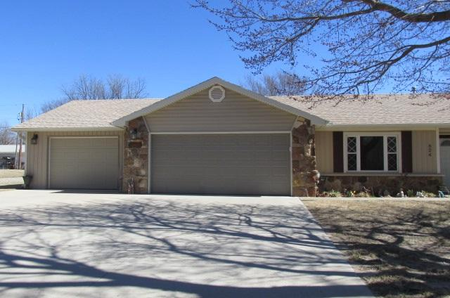 824 N 12, Arkansas City, KS 67005 (MLS #547907) :: On The Move