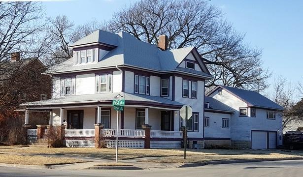 224 E 1st St, Newton, KS 67114 (MLS #548241) :: Select Homes - Team Real Estate