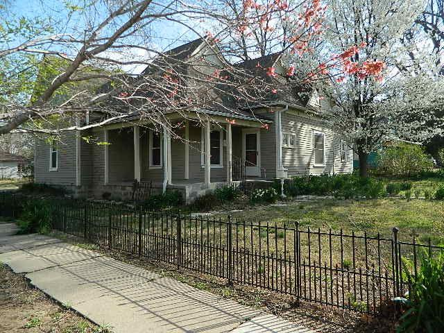 1204 E 5th, Winfield, KS 67156 (MLS #549146) :: Better Homes and Gardens Real Estate Alliance