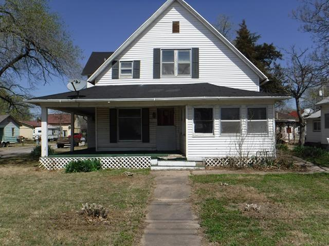 1301 E Lincoln Ave, Wellington, KS 67152 (MLS #549639) :: Select Homes - Team Real Estate