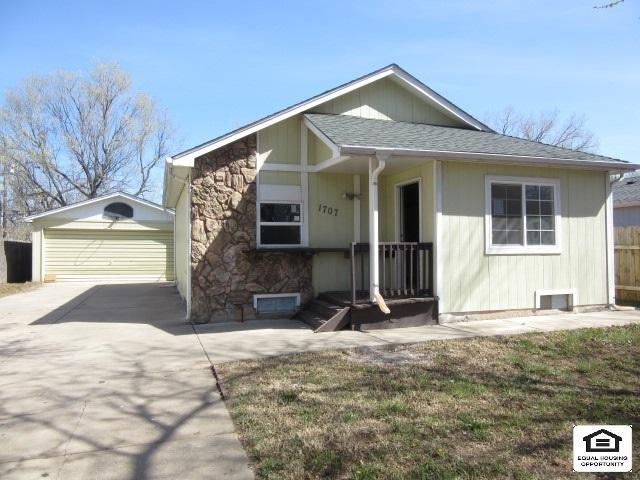 1707 S Edwards Ct, Wichita, KS 67213 (MLS #550222) :: On The Move