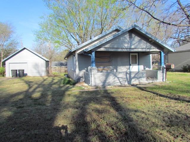 1309 N Dearborn, Augusta, KS 67010 (MLS #550234) :: On The Move