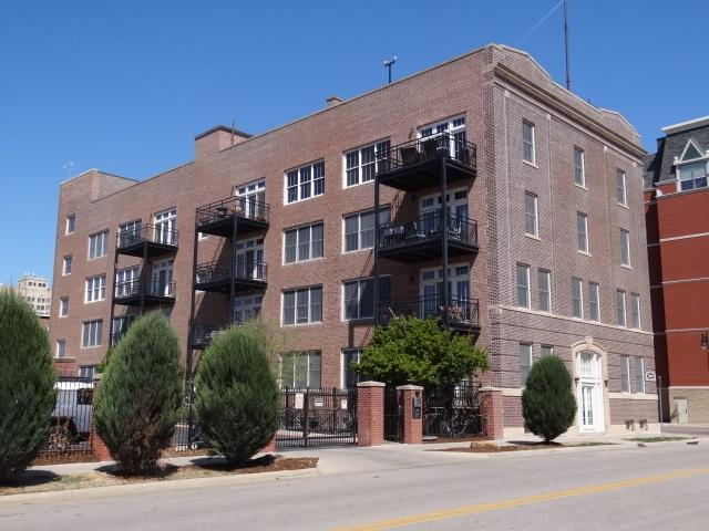 201 S St. Francis St Unit 401, Wichita, KS 67202 (MLS #551461) :: Glaves Realty